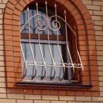 Металлическая решетка на окно фотография