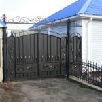 Кованные распашные ворота с калиткой