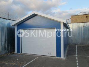 Синий гараж из сэндвича с двускатной крышей