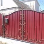 Забор с ковкой из профнастила фото